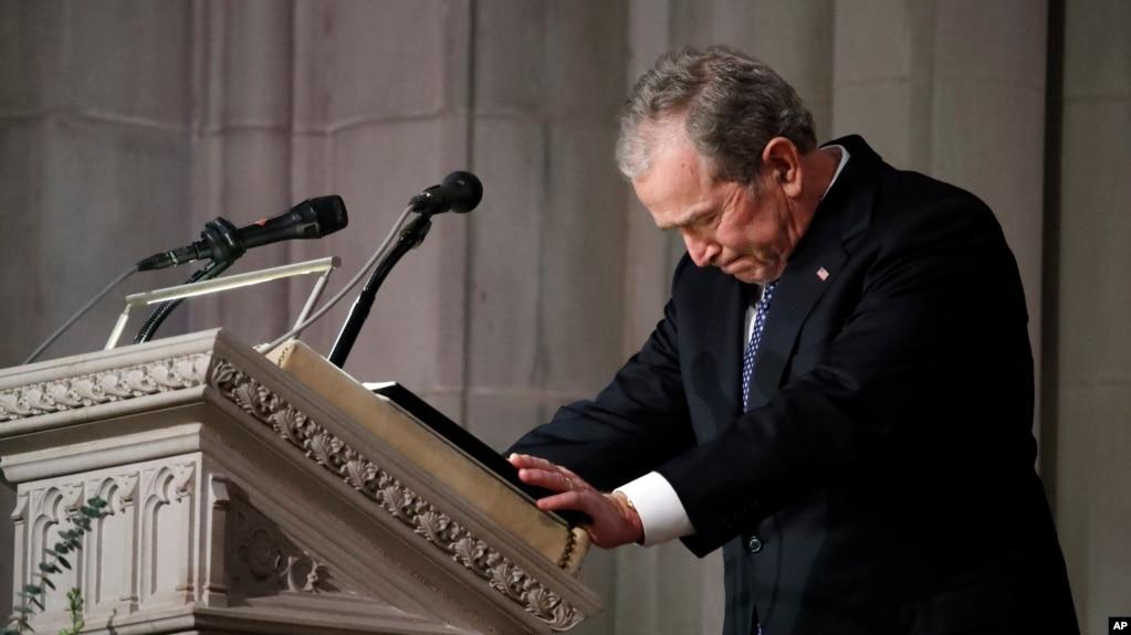 Cựu Tổng thống Bush nghẹn ngào ở phần cuối bài điếu văn trong tang lễ cha hôm 5/12.