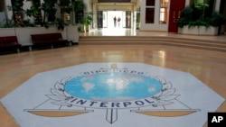 法国里昂的国际刑警组织总部入口大厅(2007年10月16日)