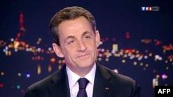 Tổng thống Pháp Nicolas Sarkozy chính thức tuyên bố ra tranh cử nhiệm kỳ thứ nhì trên đài truyền hình TF1, 15/2/2012