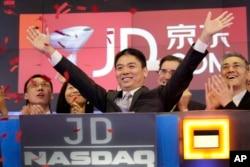 京東集團創始人劉強東慶祝其公司在美國納斯達克上市。 (2014年5月22日)