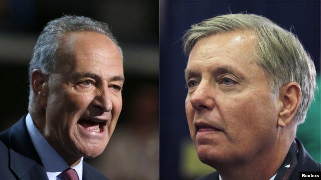 """El senador Charles Schumer (izquierda) afirmó que están trabajando en un """"anteproyecto detallado"""" con el senador republicano Lindsay Graham."""
