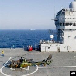 """Le porte-hélicoptère français """"Tonnere"""" au large des côtes du NIgeria"""