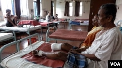 Leprosy patient Gopal Bag, 62, sits with his amputated right leg at the Leprosy Mission Trust India hospital, Kolkata, Sept. 20 2016. Bag now has claw hands and toes as a result of the infection having gone untreated for years. (M. Hussain/VOA)