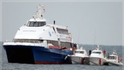 گروگان ها از قایق ربوده شده تخلیه و به ساحل برده شدند. ترکیه ۱۲ نوامبر ۲۰۱۱