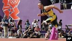 Vận động viên điền kinh Nam Phi Oscar Pistorius hôm nay đi vào lịch sử tại Olympic London. Anh trở thành người cụt hai chân đầu tiên tham gia các cuộc tranh tài của đại hội thể thao thế giới này.