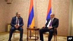 Bako Sahakyan Ermənistanın baş naziri Nikol Paşinyanla görüşür. 9 may, 2018.