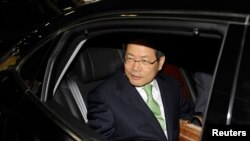 2010年6月8日,韩国外交部副部长千英宇(Chun Yung-woo)抵达北京机场。他后来成为韩国前总统李明博(Lee Myung-bak)的国家安全顾问,现在是朝鲜半岛未来论坛的创始人和主席。