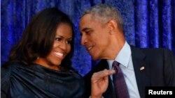 مشیل اوباما ان دنوں اپنی خود نوشت کی پبلسٹی مہم پر ہیں۔ (فائل فوٹو)