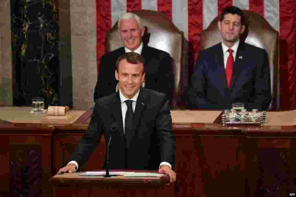 Le président de la France, Emmanuel Macron, s'adresse à une réunion conjointe du Congrès à la Chambre, au Capitole à Washington, le 25 avril 2018.