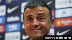 L'entraîneur du FC Barcelone, Luis Enrique, parle lors d'une conférence de presse à Barcelone, de décembre 2016.