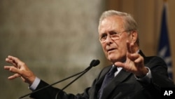 Arhiv - Bivši američki sekretar za odbranu Donald Rumsfeld (Foto: AP/Wally Santana)
