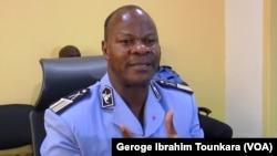 Le porte-parole de la police Bleu Charlemagne affirme que des progrès ont été faits dans la lutte contre l'insécurité à Abidjan, en Côte d'Ivoire, le 8 octobre 2017. (VOA/Georges Ibrahim Tounkara)