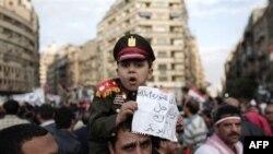 Mısır Ordusu Mübarek'in Yetkilerini Devretmesini Destekliyor