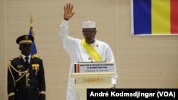 Idriss Deby Itno, lors de son investiture, le 8 août 2016. (VOA/André Kodmadjingar)