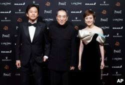 2018年11月17日,中国演员孙俪、邓超和导演张艺谋参加在台湾台北举行的第55届金马奖典礼。他们由于电影《影》而荣获提名。