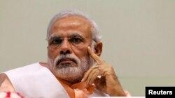 Thủ tướng Ấn Độ Narendra Modi đi thăm các nước Sri Lanka, Maldives, Mauritius và Seychelles sau nhiều thập kỷ không được những chính phủ nối tiếp nhau của Ấn Độ lưu tâm