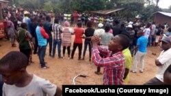 Des manifestants forment un cercle et se tiennent la main à Beni, Nord-Kivu, 26 septembre 2018. (Facebook/Lucha Beni)