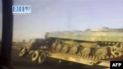 Xe tăng, xe bọc thép của quân đội Syria được đưa tới thành phố điểm nóng Daraa