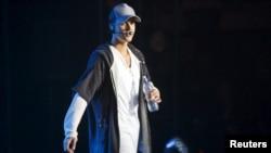 Justin Bieber di panggung konser di Oslo, 29 Oktober 2015.