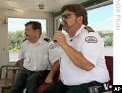 领航员泰利(右)
