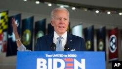 បេក្ខជនប្រធានាធិបតីគណបក្សប្រជាធិបតេយ្យលោក Joe Biden ថ្លែងទៅកាន់ក្រុមអ្នកសារព័ត៌មាននៅក្រុង Philadelphia កាលពីថ្ងៃទី១០ ខែមីនា ឆ្នាំ២០២០។