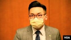 """公民黨黨魁楊岳橋表示,香港政府這次改組""""換馬"""",目的只有一個,就是清算香港人、搾乾庫房。(美國之音湯惠芸)"""