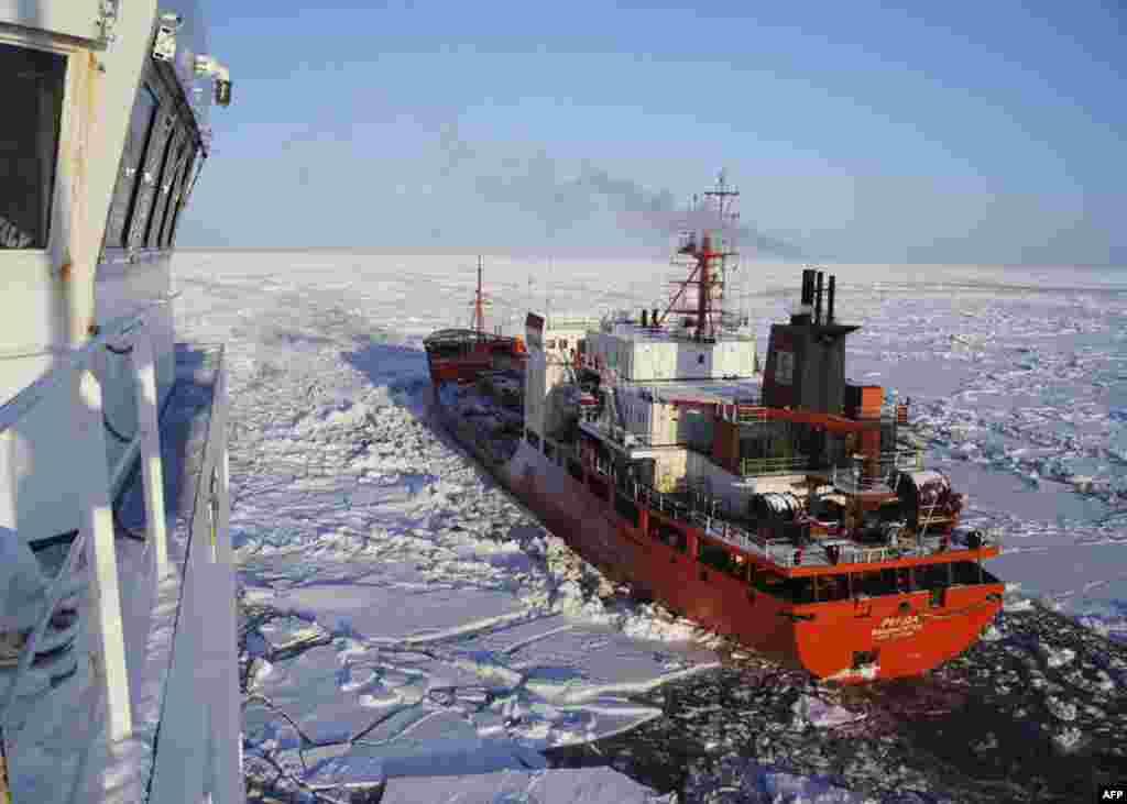 Танкер «Ренда» дошел до Аляски