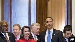 法案通过后奥巴马在国会会晤佩洛西等议员