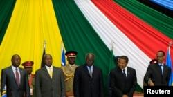 Sur cette photographie prise lors du 14e sommet des État africains de l'Est, on peut apercevoir le Burundais Pierre Nkurunziza et le Rwandais Paul Kagame à Nairobi le 30 novembre 2012.