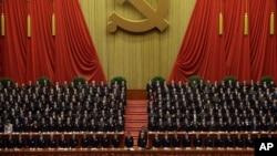 Suasana pembukaan Kongres Partai Komunis Tiongkok, November 2012 (Foto: dok). Partai penguasa Tiongkok telah bersumpah untuk memberantas korupsi dalam tubuh pemerintahannya, sementara indeks korupsi yang dikeluarkan Transparency International, Rabu (5/12) masih menempatkan Tiongkok di posisi 80 dari 176 negara terkorup di dunia.