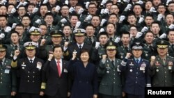 South Korean President Park Geun-Hye cheers with new military officers during a military commissioning ceremony at Gyeryongdae, the country's main military compound, March 4, 2016.