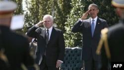 Odlazeći sekretar za odbranu Robert Gejts i predsednik Barak Obama na oproštajnoj ceremoniji u Pentagonu