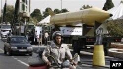 Phi đạn Shahab-3 của Iran trong cuộc diễu hành hồi tháng 9, 2010 tại Tehran đánh dấu 30 năm cuộc chiến Iran-Iraq