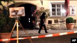 Polisi khusus melakukan pemeriksaan di lokasi ledakan bom bunuh diri di Ansbach, Jerman 25 Juli lalu, yang menurut klaim ISIS dilakukan seorang anggotanya (foto: ilustrasi).