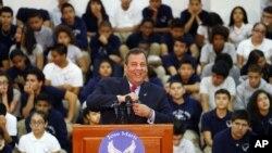 미국 뉴저지 주지사 선거에서 재선에 성공한 크리스 크리스티 주지사가 6일 뉴저지 유니언시티의 한 학교에서 연설하고 있다.