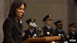 La primera dama de EE.UU., quiso motivar a los demócratas del país realizando su voto de modo anticipado.