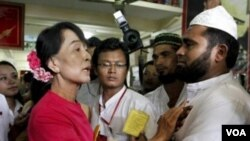 برما کے مسلمانوں سے آنگ سان سو چی کی ملاقات