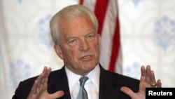 David C. Mulford fue subsecretario del Tesoro de Estados Unidos entre 1984 y 1992. Además fue embajador estadounidense en India hasta febrero de 2009.