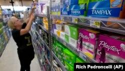 Рожевий податок на гігієнічні товари для жінок у США
