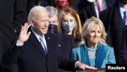 Joe Biden et son épouse Jill Biden lors de sa prestation de serment à Washington, le 20 janvier 2021.