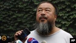 중국의 반체제 예술가 아이웨이웨이. (자료사진)