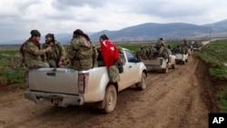 Các chiến binh Quân đội Syria tự do được Thổ Nhĩ Kỳ hậu thuẫn tiến về biên giới với Syria, 21/1/2018