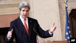 Državni sekretar Džon Keri najavio je pomoć sirijskoj opoziciji tokom konferencije za štampu u Rimu, 28. februara 2013.