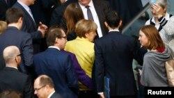 Nemačka kancelarka Angela Mekel napušta parlament nakon glasanja o produženju pomoći Grčkoj