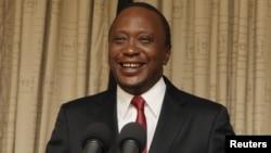 Presiden Kenya Uhuru Kenyatta diperbolehkan untuk absen dari persidangan terhadapnya di Den Haag, Belanda.