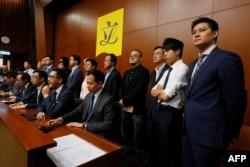泛民政黨立法會議員會後會見媒體,譴責導致流會的立法會議員。
