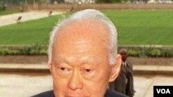 Lee Kuan Yew selama ini menjabat sebagai menteri senior kabinet Singapura.