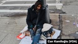 資料照片:紐約市一位無家可歸的人。