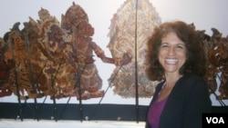 Alissa Stern, akademisi asal AS yang meluncurkan perangkat lunak pengajaran Bahasa Bali. (VOA/Muliarta)