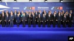 Lãnh đạo và bộ trưởng các nước thành viên NATO tại sân vận động quốc gia PGE ở Warsaw, Ba Lan, 8/7/2016.